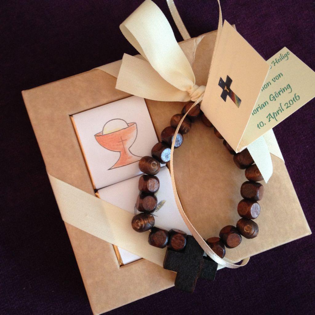 Außergwöhnliche Gastgeschenk mit Gebetasarmband zur Kommunion, Firmung, Tischdekoration