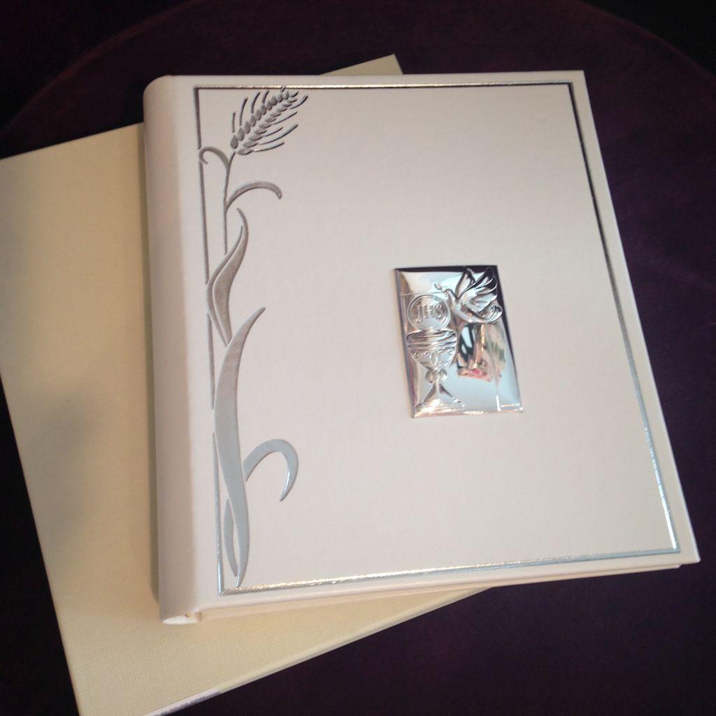 Besonderes und edeles Fotoalbum für das Kind als Erinnerung zu der Erstheilige Kommunion!