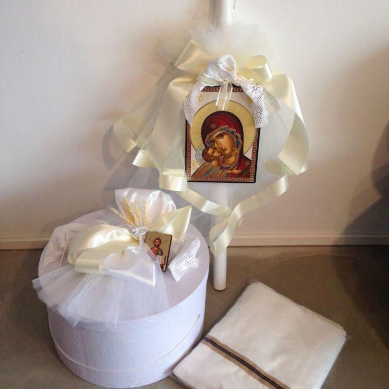 Truhe und Lambada mit Ikonen für die griechische Taufe