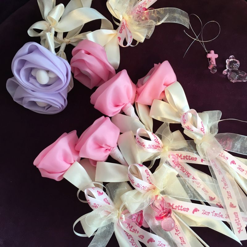 Personalisierte Rose als Gastgeschenk und Andenken zur Taufe