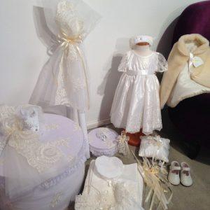 Ein schönes Tauf/Set mit Thema Engel. Eure Gäste und Familie werden begeistert sein von dieser fröhlichen und schönen Ausstattung, anläßlich der Taufe Eurer Baby.