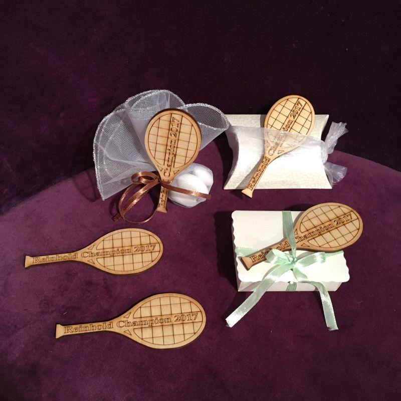 Tischdekoration und Tischkarte mit Tennisschläger