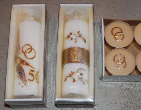 Kerzen mit Motiven zur Goldenen Hochzeit, Tischdekoration