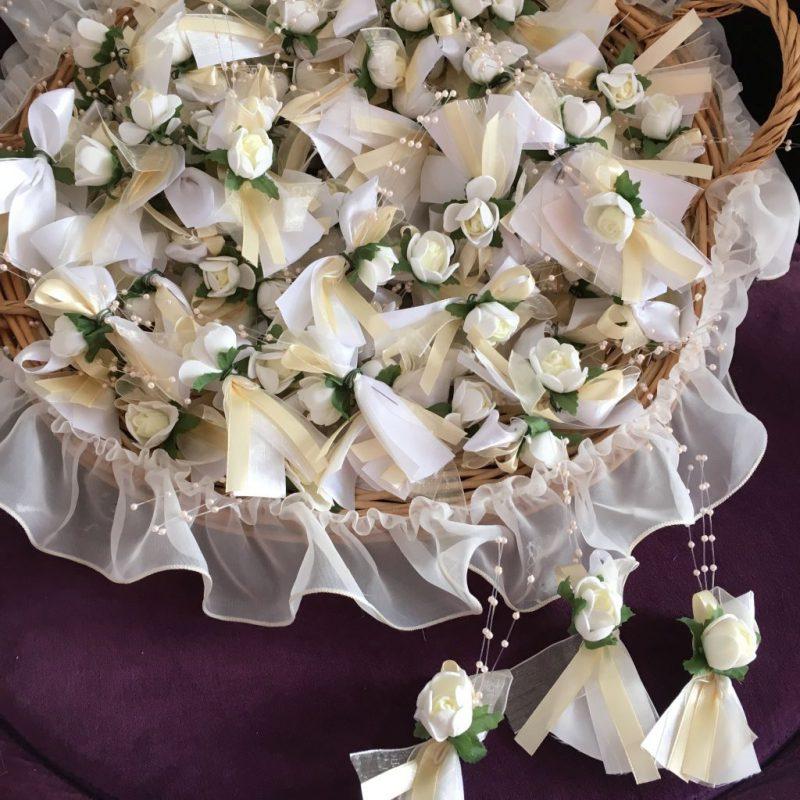 Anstecker für die Gäste zur Hochzeit