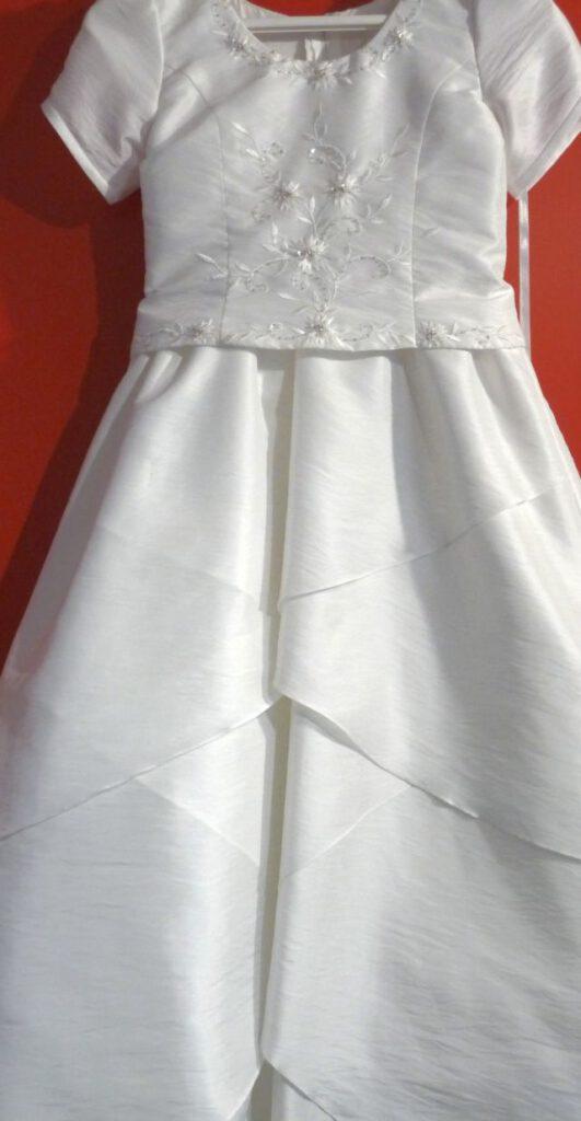 Ausstattung für die Kommunion, hübsche Kleider zur Kommunion,