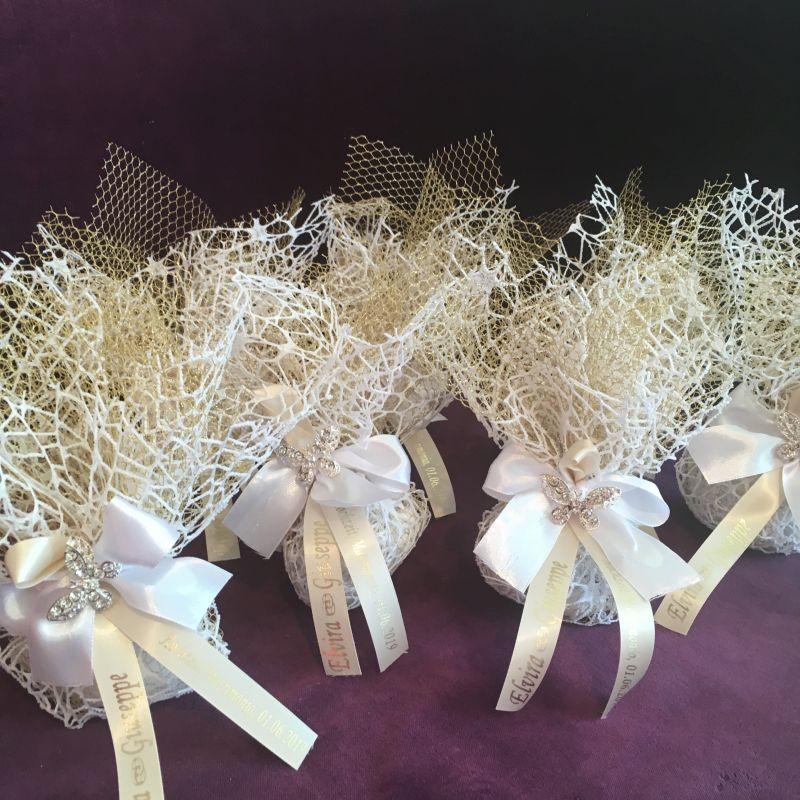 Personalisierte Bonboniere mit Schmetterling Brosche zur Hochzeit