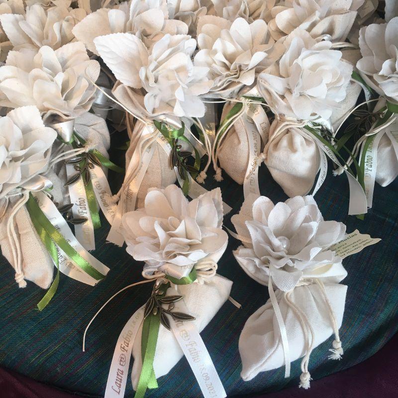 Hochzeits Bonboniere Rustikal mit Jute Säckchen und Blume