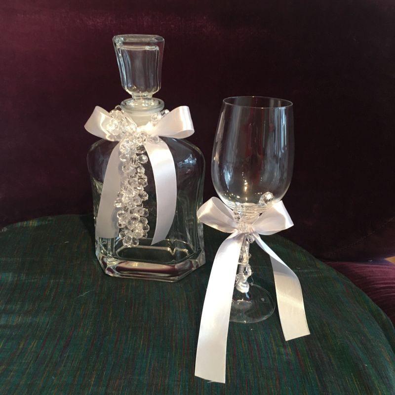 Wein Karaffe und Wein Glass zur orthodoxe Hochzeit