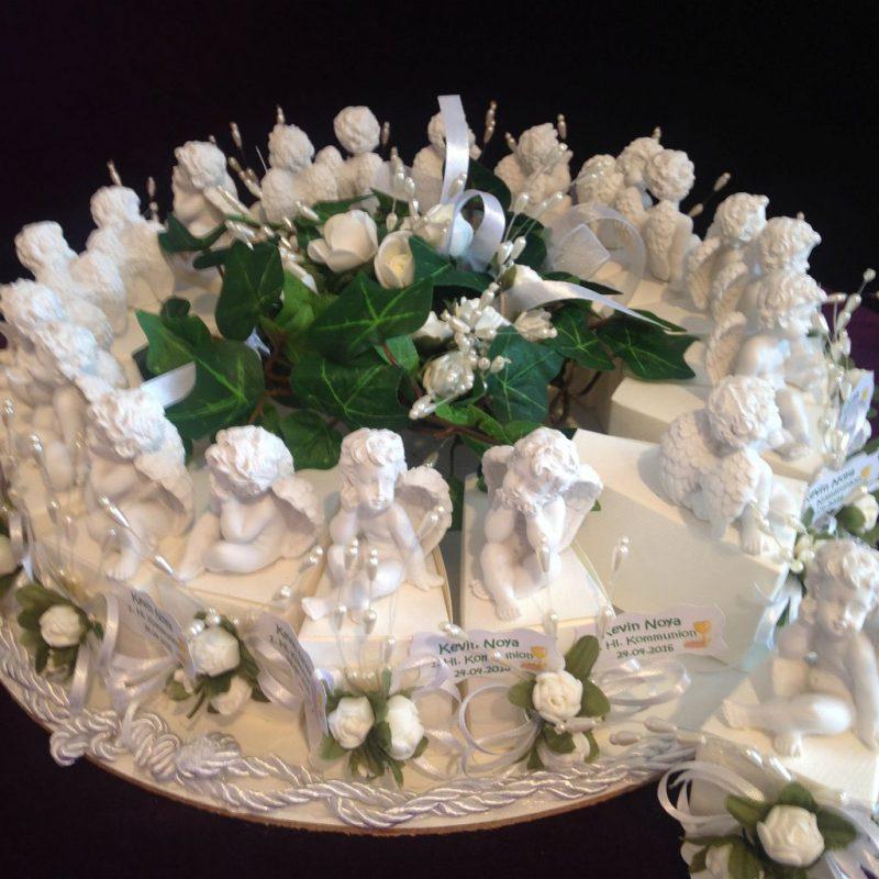 Gastgeschenk-Torte mit Engelsfiguren