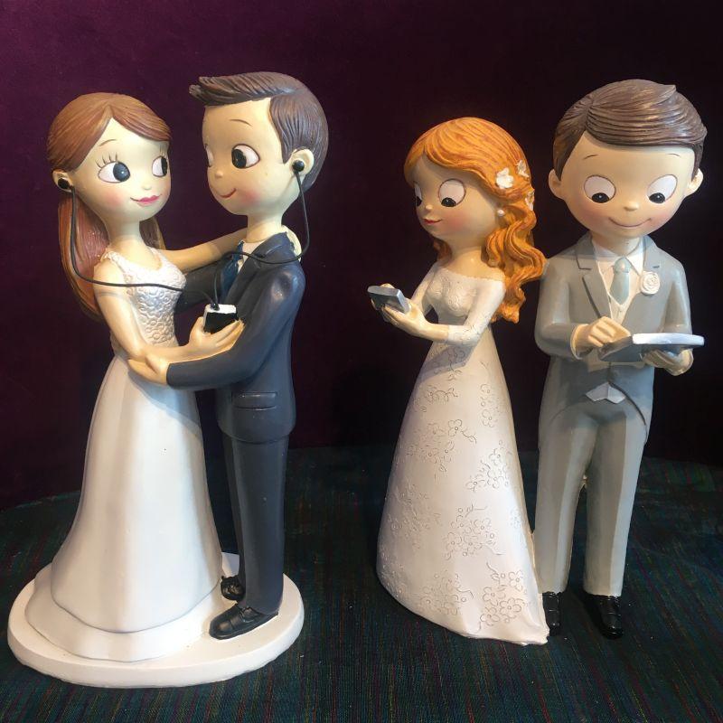 Tortenfigur: Brautpaar mit Kopfhörer, Handy, Tablet