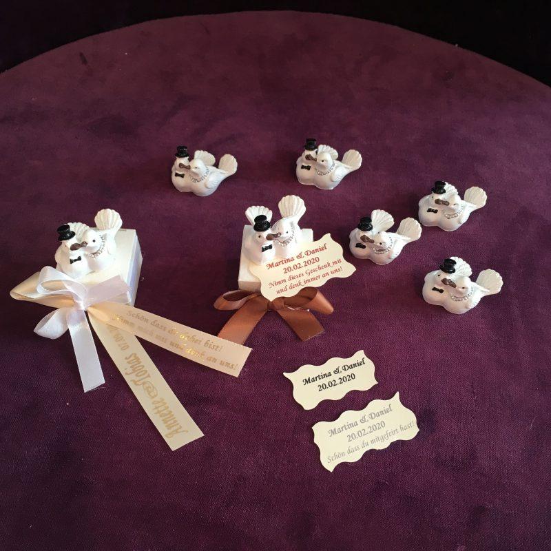 Gastgeschenk-giveaway zur Hochzeit mit Täubchen