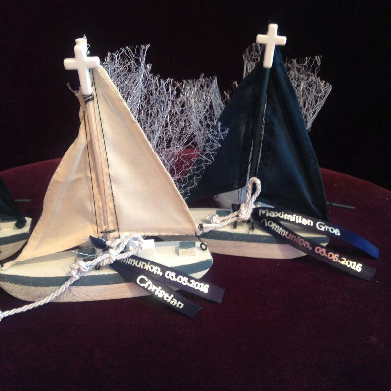 Personalisierte Bomboniere mit Segelboot