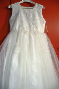 Kleid in champagner Farbe mit Strass, bestickt und Tullrock Große 140 -146 €175,00